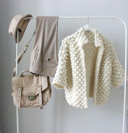 Купить или заказать Пальто в интернет-магазине на Ярмарке Мастеров. Пальто связано из объемной пряжи. 100% шерсть производства Перу. Рисунок 'шишечки'. Рукава 3/4. Длина 60 см. Без застежки. Возможно изготовление в другом цвете.