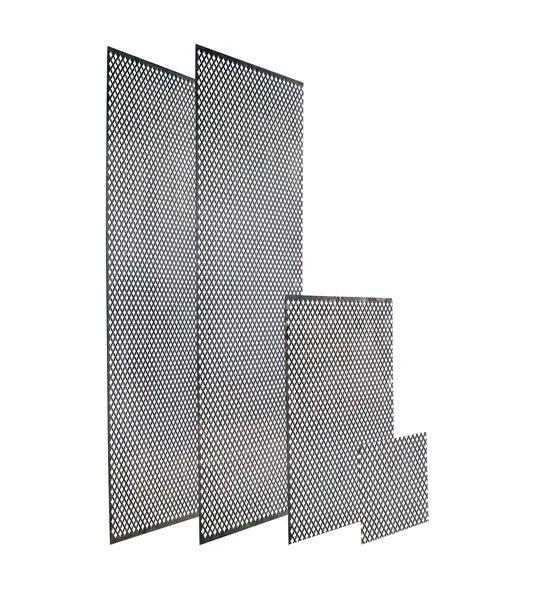 Perforerad plåt med fyrklövermönster att använda som ventilgaller inom- och utomhus, som elementskydd osv. Kan skruvas eller spikas direkt mot vägg, eller ramas in. Obehandlat järn, därför lätt att måla i önskad kulör med t ex linoljefärg.