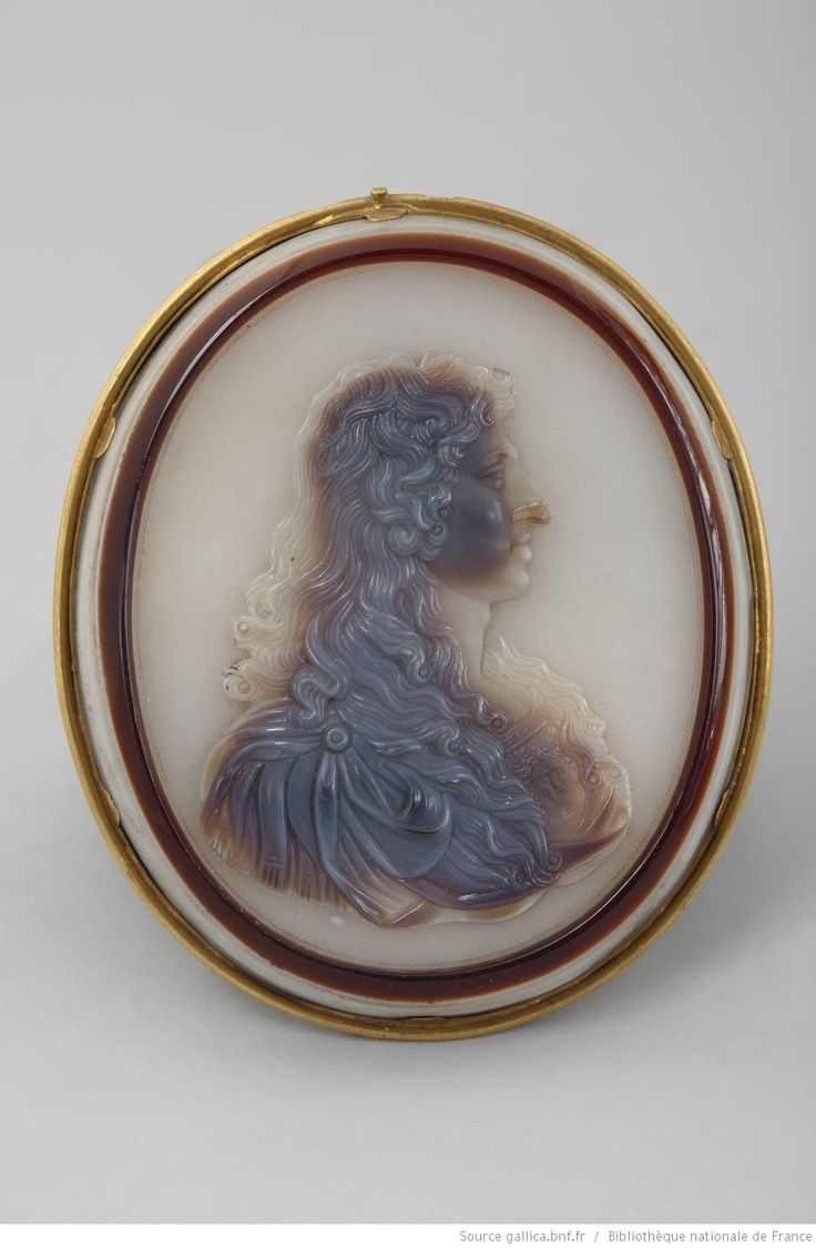 Young Louis XIV: cameo by Jacques Guay (1711-1793); sardoine, or ; 7,4 x 6,3 cm