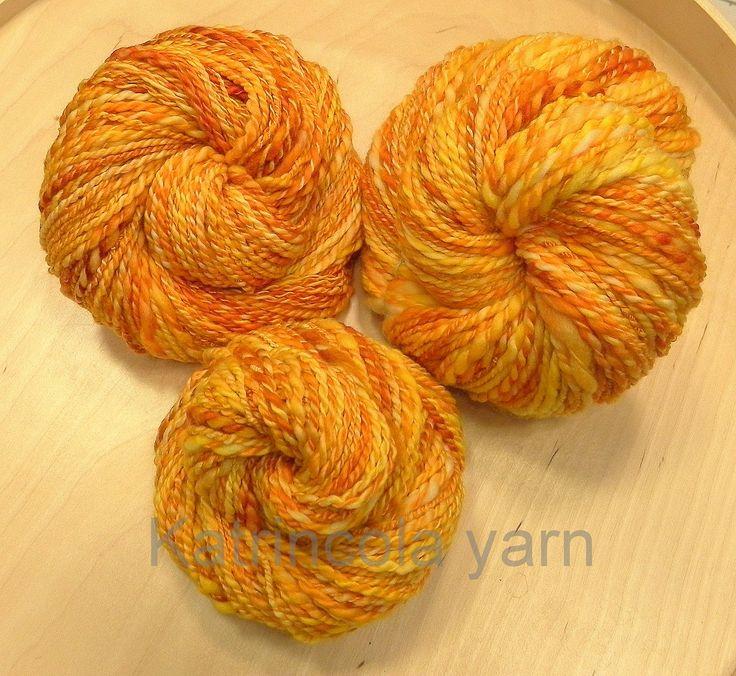 Příze ručně předená na kolovrátku 100% merino žluto oranžová 130g Katrincola yarn