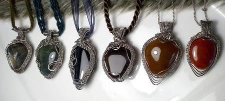 Handmade wire jewelry from stainles steel, copper and brass. Zirnitra - šperky z minerálov, drôtená tvorba, kamene a minerály, všetko ručne robené autorské osobné šperky, polodrahokamy podľa vašeho výberu. Autorské šperky z nerezu, medi a mosadzi.