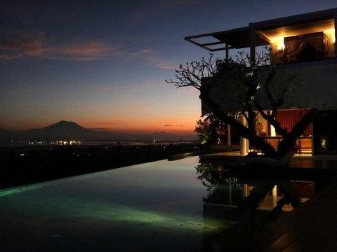 Early sunrise with the mountain view at www.tigadisvilla.com