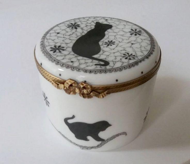 Boite à bougie porcelaine fine de Limoges collection Sweety cats chat et dentelle noir . Peint à la main Bougie naturelle