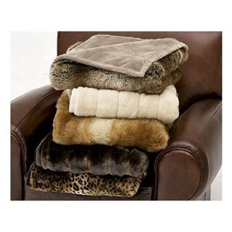 DIY How to Make a Faux Fur Blanket