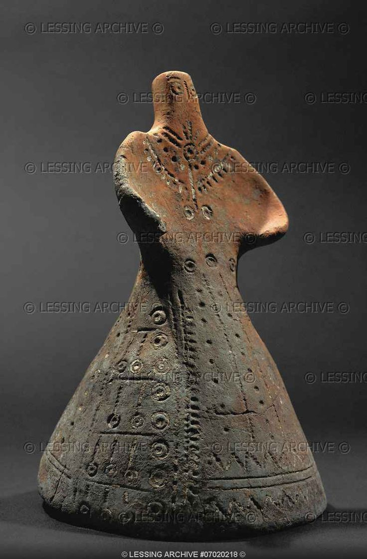 Female figurine with jewelry and costume. From Ludus, Serbia, Dubovac Culture. Terracotta (15th BCE)