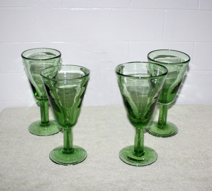 Vintage set of four green stemware wine or water glasses steware hand blown glass beautiful - Wine glasses with thick stems ...