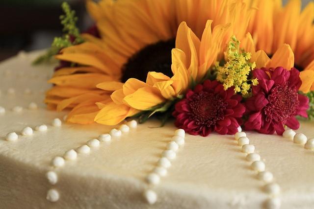 Gâteau de mariage se bouchent   – When I say I do…<3