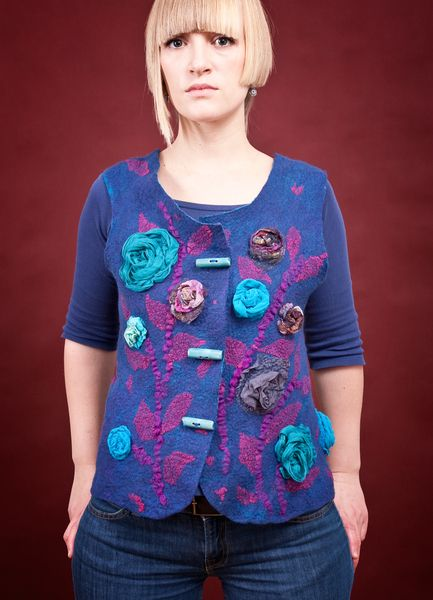 kamizelka z różami  #1 w Pawie Oczko - pracownia filcu na DaWanda.com