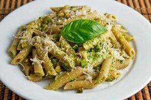 Wie aan Italië denkt, denkt aan zee, glooiende heuvels, pijnbomen en...... lekker eten. Wie beter dan de Italianen weten hoe ze verse pasta moeten maken of een overheerlijke saus. En een saus is niet af als er geen basilicum aan toe is gevoegd. De...