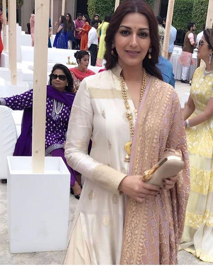 Beautiful @iamsonalibendre in #ManishMalhotraLabel Ivory handloom kurta @manishmalhotra05 #Ivory #Handloom #Kurta #HandCrafted #ManishMalhotraLabel #ManishMalhotraWorld