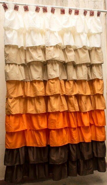 Cortina de baño con degradé en tonos cálidos. Muchos volados!  Colorful shower curtain