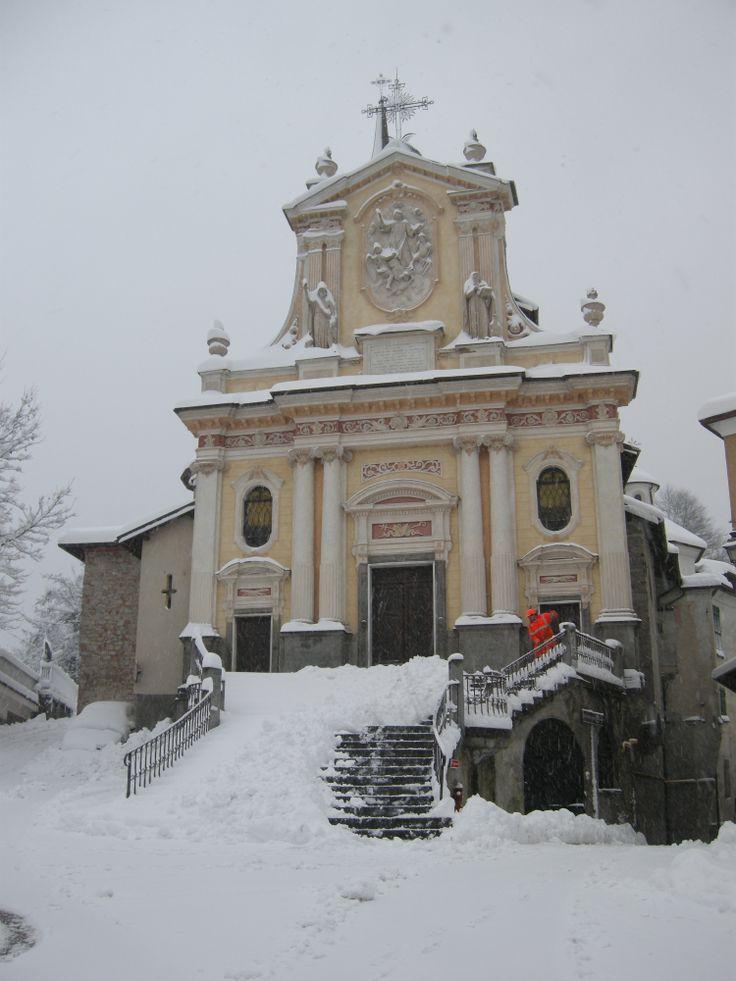 Castelletto d'Orba. S.Lorenzo Church under the snow  www.tacchinovino.net