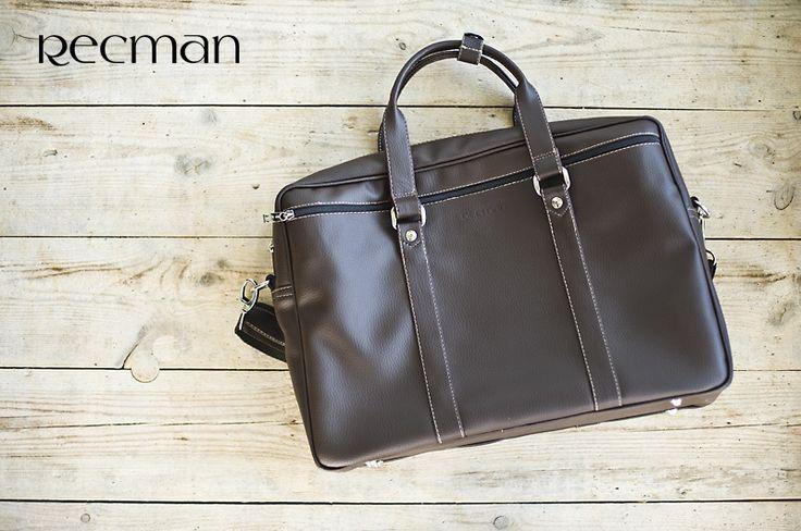Funkcjonalna torba nie tylko na laptopa. Rozmieszczenie kieszeni pomaga w organizacji. Dodatkowo torba ma możliwość regulacji długości paska, dzięki czemu może być dopasowana do indywidualnych potrzeb każdego Klienta. Polecamy!