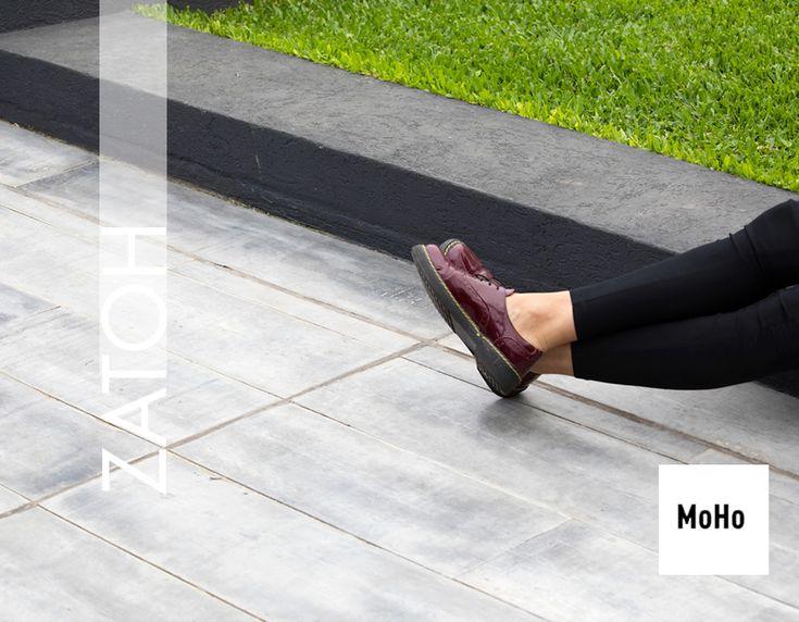 El tablón de PINOTEA es un premoldreado de micro hormigón de 10 mm de espesor, con una textura símil madera.¡Disfrutá de la calidez de la madera en cemento!