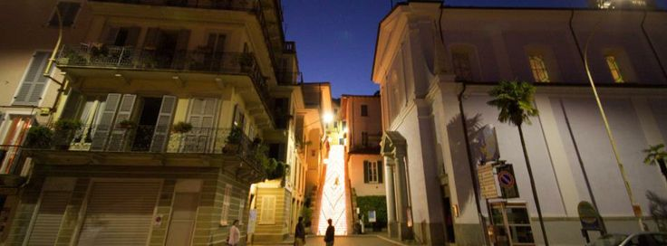 #Belgirate by night e scalone illuminato ( #Verbania #Piedmont #Italy )