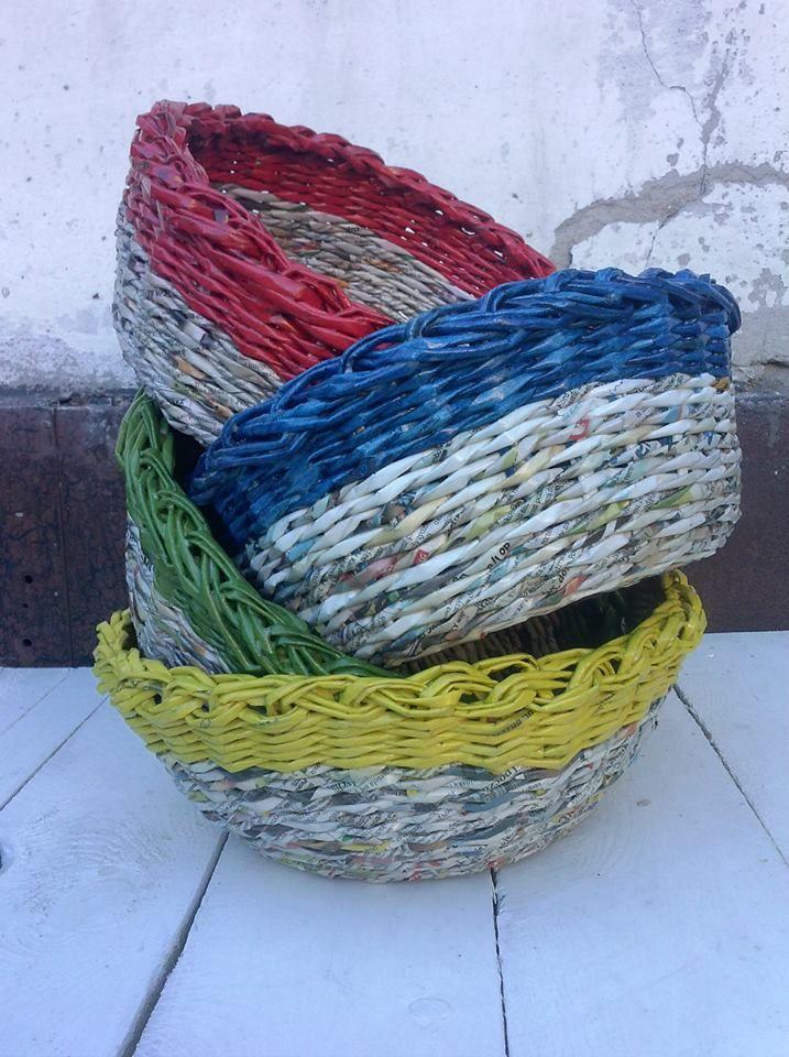 Dla fanów ekologii - gazetowe misy z kolorowym wykończeniem. Będą idealnym dodatkiem do kuchni czy jadalni. https://www.facebook.com/recykling.artystyczny?ref=hl