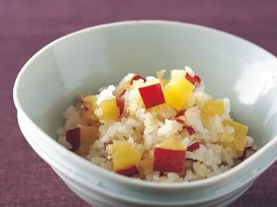 後藤 加寿子さんの「さつまいもご飯」のレシピページです。さつまいもの切り方にひと手間加えて、味も見栄えも大満足の仕上がりに。 材料: 米、さつまいも、昆布、粗塩