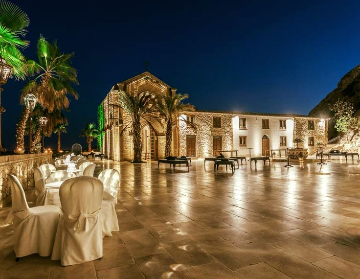 """Eleganza: il massimo di intensità con il minimo di effetto."" (Pascal Bruckner) Castello Ducale Colonna - Luxury Events Sicily #luxury #location #wedding #Agrigento"
