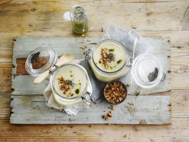 Soep van aardappel en prei met geroosterde amandelen en Alpro soya Cuisine