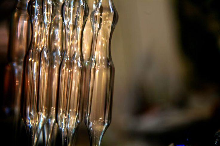 Vorbereitete Glasrohre für die Herstellung der Waldviertler Schnapsteufel