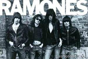Estas son las mejores portadas de discos en blanco y negro - http://www.leanoticias.com/2012/01/28/estas-son-las-mejores-portadas-de-discos-en-blanco-y-negro/