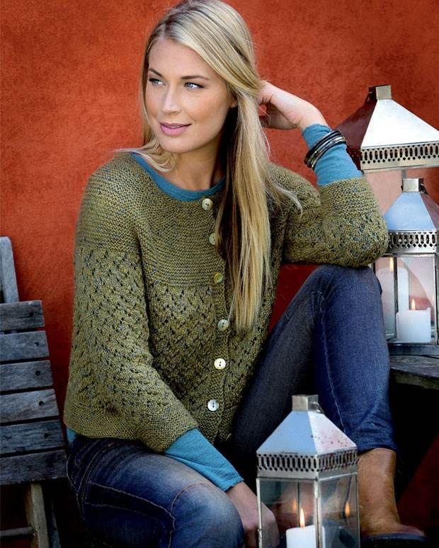 Tweedgarner hører vinteren til, og denne trøje med 3/4-ærmer med smukt rundt bærestykke bliver perfekt til at peppe garderoben op.