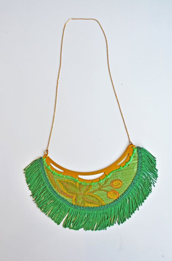 Statement necklace emerald green Hoh by FoxInTheDesert on Etsy