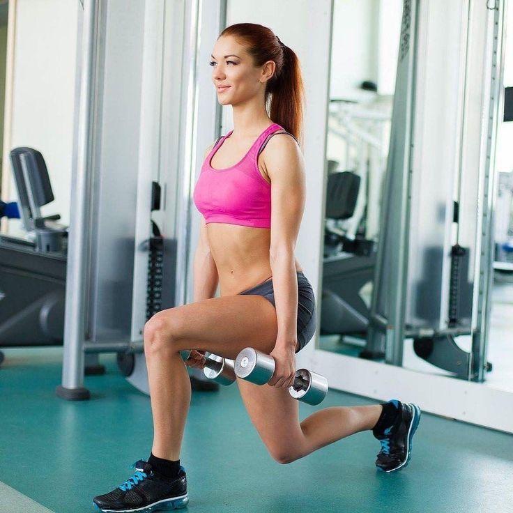 """Средства против усталости ⠀ Углеводы. Для спортсмена это самое важное энергетическое """"топливо"""". Тяжелые тренировки требуют больших затрат энергии, а ее организм черпает в основном из мышечного гликогена. Чтобы пополнять его запасы, необходимо получать достаточно углеводов, лучше всего - комплексных. Они медленнее усваиваются и поддерживают стабильный уровень сахара в крови. А это значит, что выработка энергии тоже будет стабильной. ⠀ Простые сахара, содержащиеся, например, в сладостях и…"""