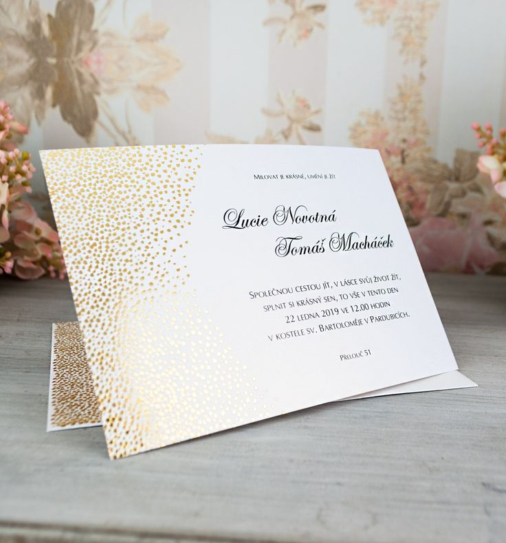 Nové svatební oznámení pro tento rok! Vyrobené z bílého perleťového papíru se zlatým nádechem.