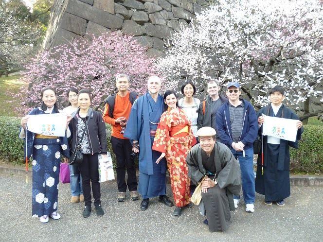 GIAPPONE – TOKYO – ALBERI IN FIORE e KIMONOALBERI IN FIORE e KIMONO!Il nostro Tour dei GIARDINI ORIENTALI DEL PALAZZO IMPERIALEcon le guide volontarie di Tokyo.