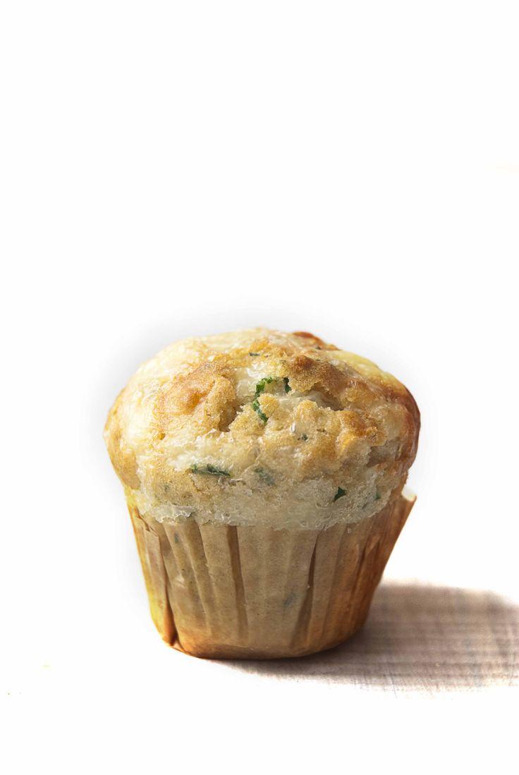 Muffins salados de queso y hierbas. | foodandchic