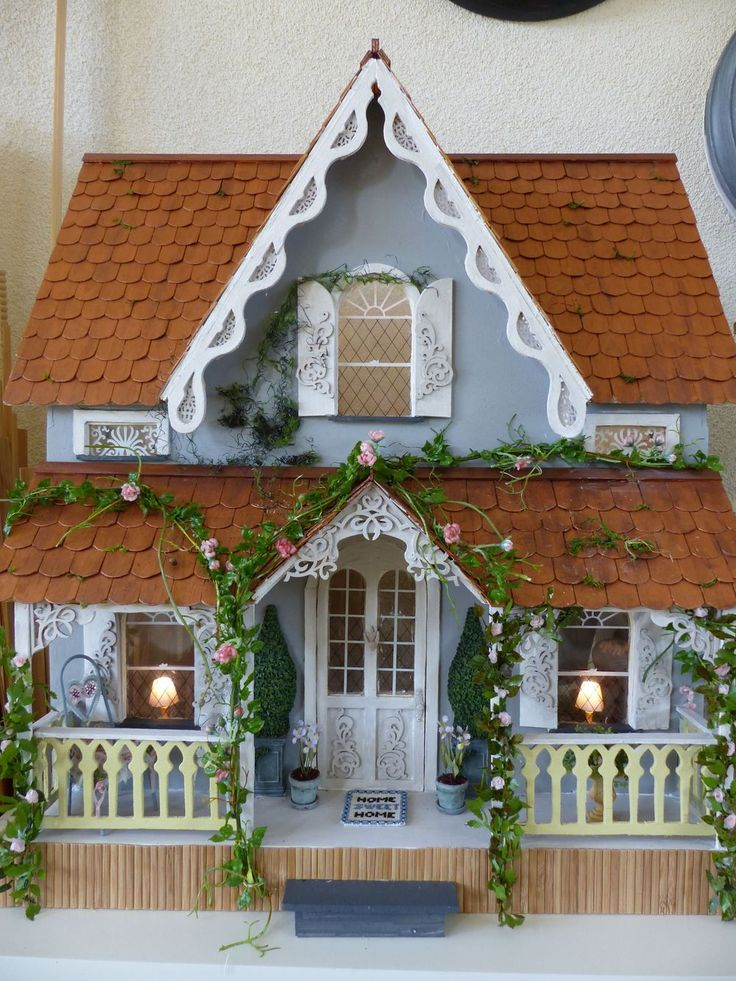 Best 25 victorian dollhouse ideas on pinterest doll houses dolls and dollhouses and pink for Dolls house exterior decoration