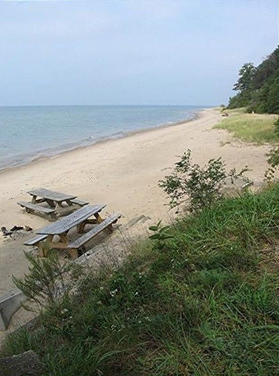 Private Lake Mi Beach Hot Tub Woods 2 Fireplaces And Privacy Beaches Chang E 3 And Lakes