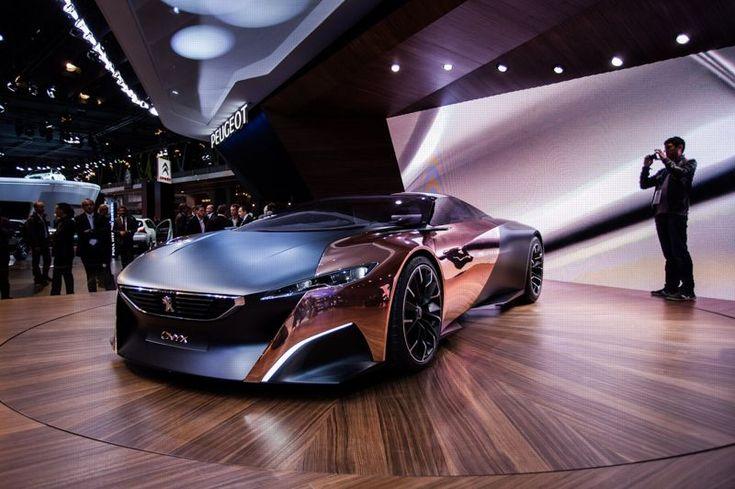 Peugeot Onyx. Sa carrosserie allie le cuivre et le carbone. Cette supercar est hommage au prototype 908 des 24 heures du Mans.