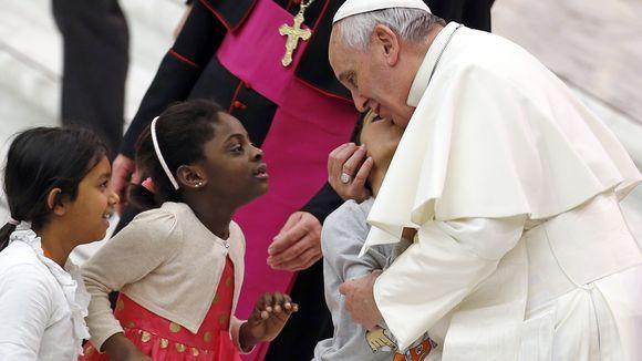 ERZIEHUNG Papst hält das Schlagen von Kindern für in Ordnung Solange es die Würde des Kindes nicht verletze, könnten Eltern ihr Kind zur Strafe schlagen, erklärt Franziskus. Der Vatikan verteidigt die Aussage.