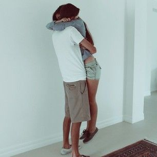 Hugs are either uplifting or totally crushing. | 17 Very Real Struggles Of Having A Tall Boyfriend