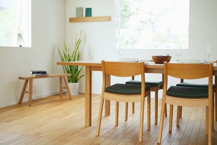 「無印良品の家」は高い耐久性と機能的な設備を備え、一室空間による住まい手のほどよい距離感を演出します。家族構成や生活の志向に合わせ永く使える、変えられる、自由に使える住みやすい家です。