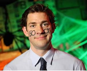 11 Punny Halloween Costumes | http://www.hercampus.com/life/11-punny-halloween-costumes | Facebook Jim Halpert DIY Lazy Costume