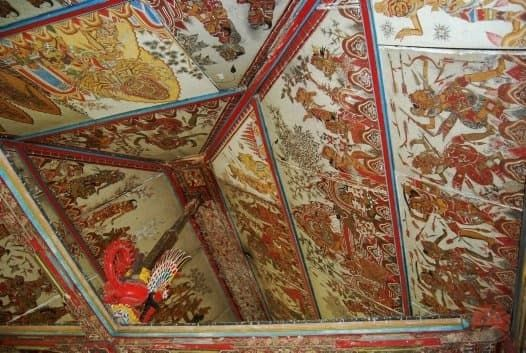 The ornamental painting at the roof structure of Kerta Gosa building is colored with the storyline motif.