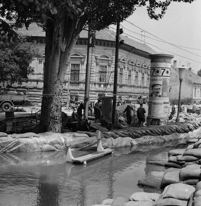 Tisza part a Tisza Lajos körút torkolatánál. 1970. tavaszi árvíz.