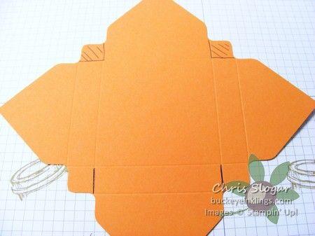 Boxen in verschiedenen Größen mit den envelope Punch Board + Maßübersicht für Karten auf dem Board