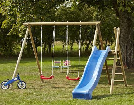 Lad dine børn lege i det gode vejr i haven med et gyngestativ/legetårn.