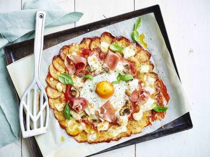 Een overheerlijke aardappelpizza, die maak je met dit recept. Smakelijk!