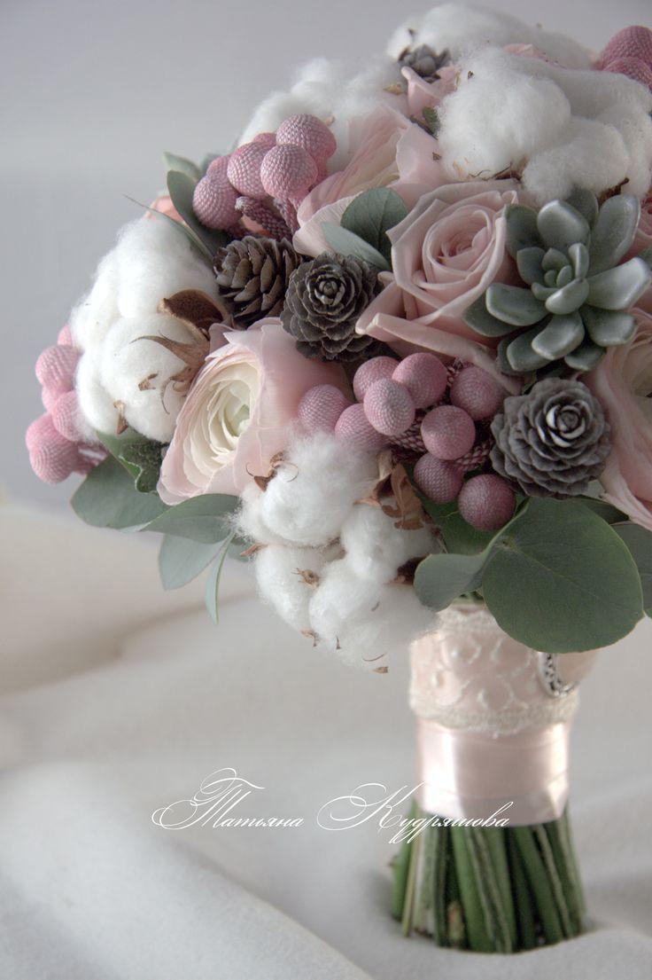 Букет с хлопком, брунией, розами и шишками