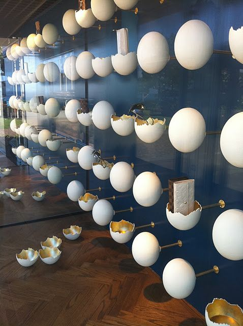 ♂ Retail visual merchandising - Louis Vuitton window display - eggs and bags