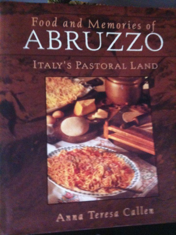 """Anna Teresa Callen, abruzzese, vissuta a New York. L'ho conosciuta quando vivevo a New York, abbiamo insegnato insieme, e condiviso tante chiacchiere gastronomiche. Il libro porta la dedica """"alla bella abruzzesina"""" 1998."""