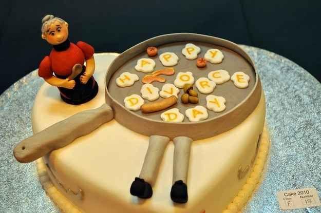 Essa é uma panela grande.   24 bolos de divórcio hilários que são até melhores do que bolos de casamento