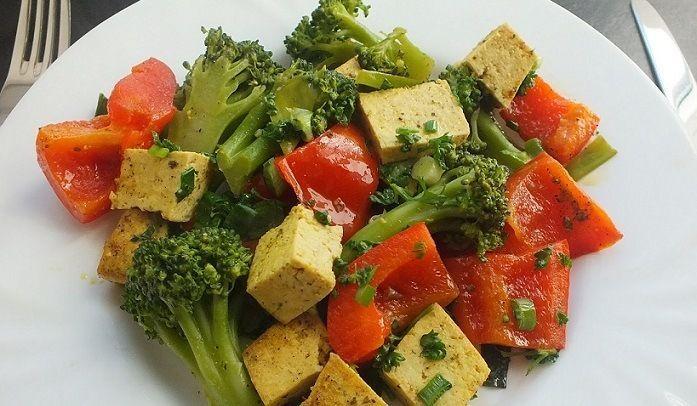 Tofu mit Curry und Gemüse