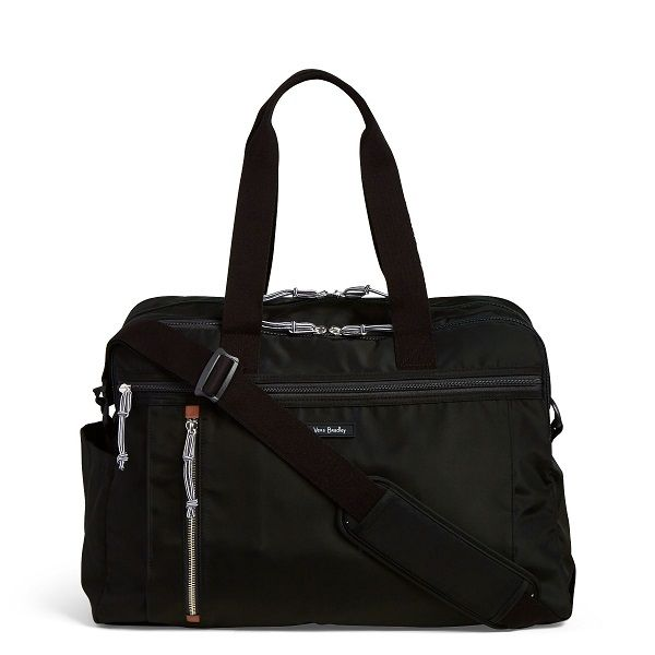 This bag is perfect for weekend getaways, with just enough room to store all of your travel essentials. Packing for a quick trip has never bee easier