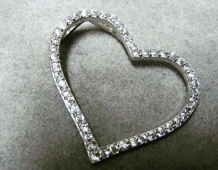 #buondi  #buongiorno #bonjour #goodmorning #gazzaladra_gioielli #riccione #rimini #romagna #gioielleria #oro #diamanti #madeinitaly #jewels #instajeweller #diamonds #likeforlike #follower #luxury #ciondolo #cuore #heart #coeur #corazón #herz by gazzaladra_gioielli